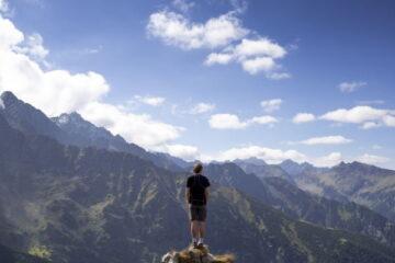 Οι 5 ερωτήσεις που πυροδοτούν τους ανθρώπους να αλλάξουν τη ζωή τους